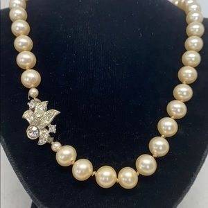 """Jewelry - Beautiful 23"""" strand of hand knotted faux pearls."""